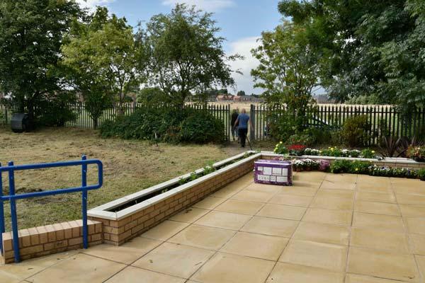 banner-garden-small2