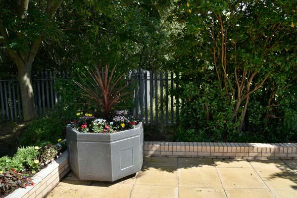 banner-garden-small3
